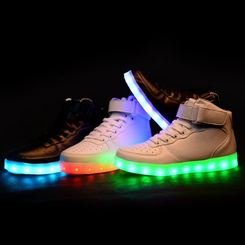 Shoes Led Stand Fashion In amp; Out Mag Pair Celebs A Of qqYCX